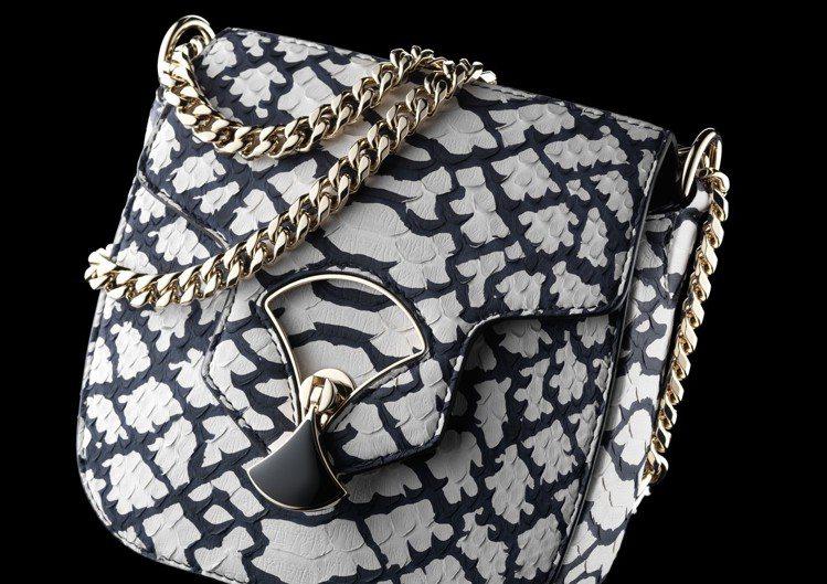 DIVAS DREAM POP-CORN圖騰蟒蛇皮肩背包,105,900元。圖/...