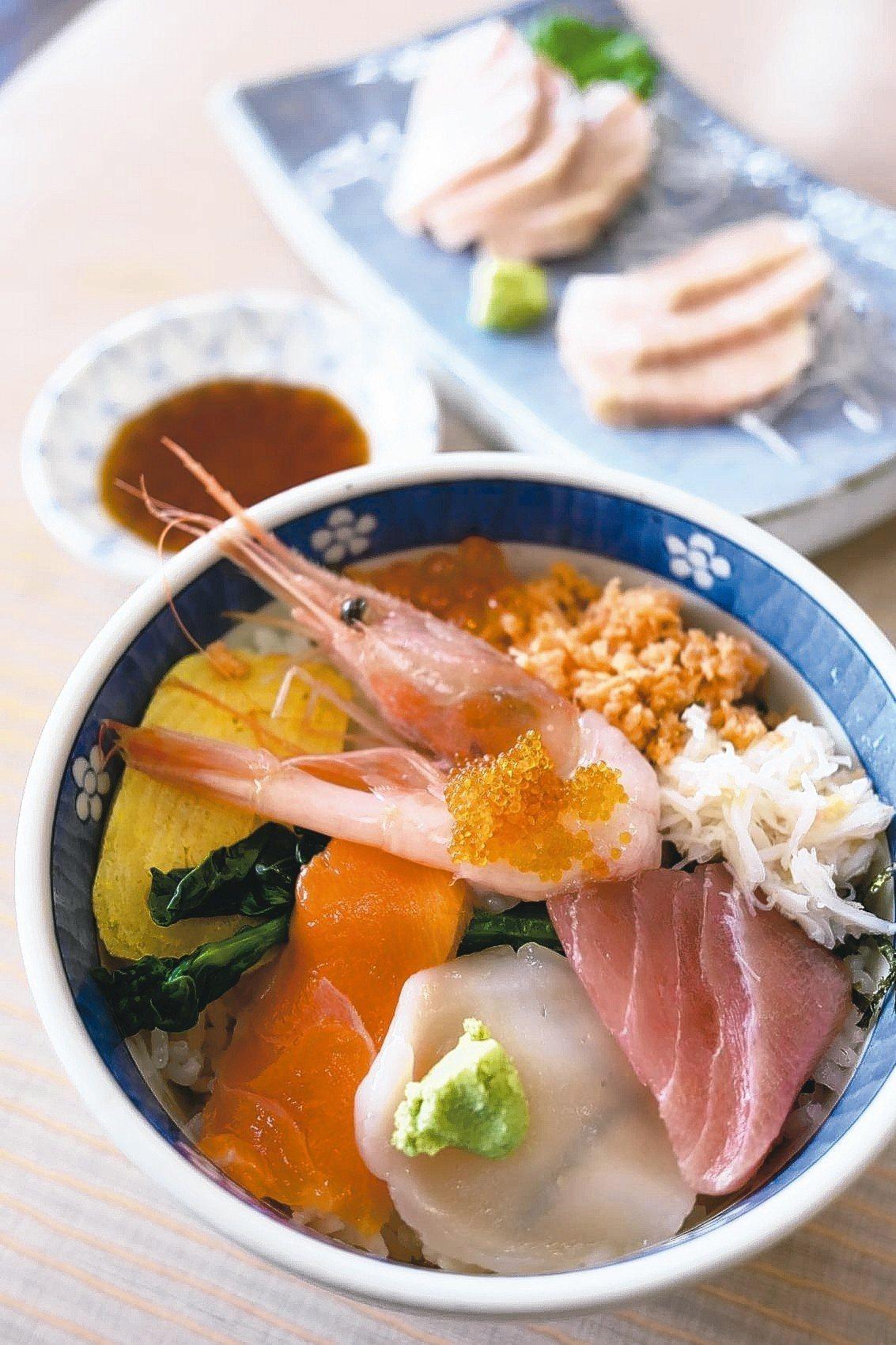 函館朝市的平價海鮮丼。 記者黃仕揚/攝影