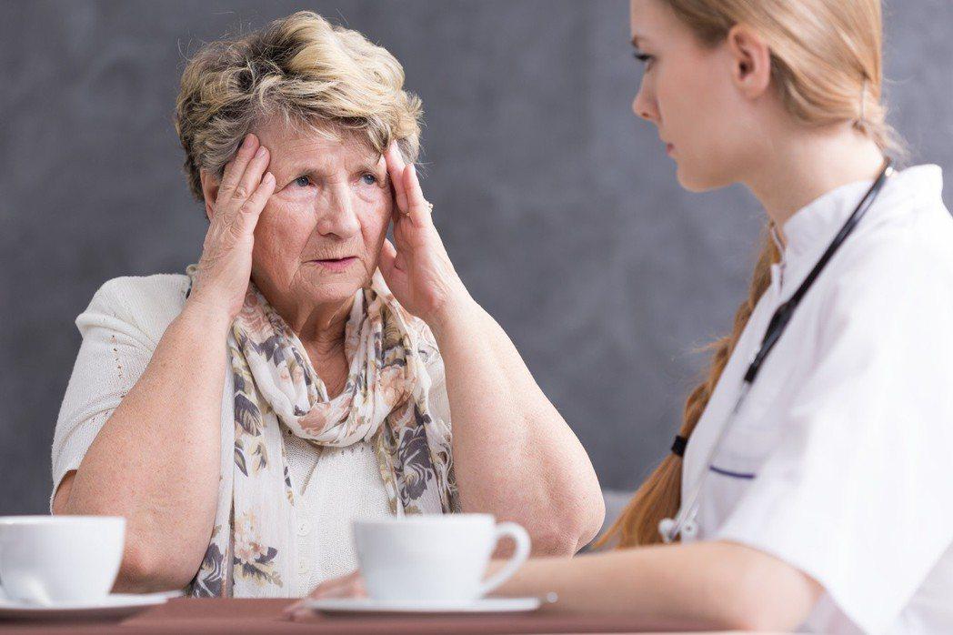 醫師問診,面對病人,要瞭解背景不同、性格不同、病情也各異的病人病情如何,不是簡單...