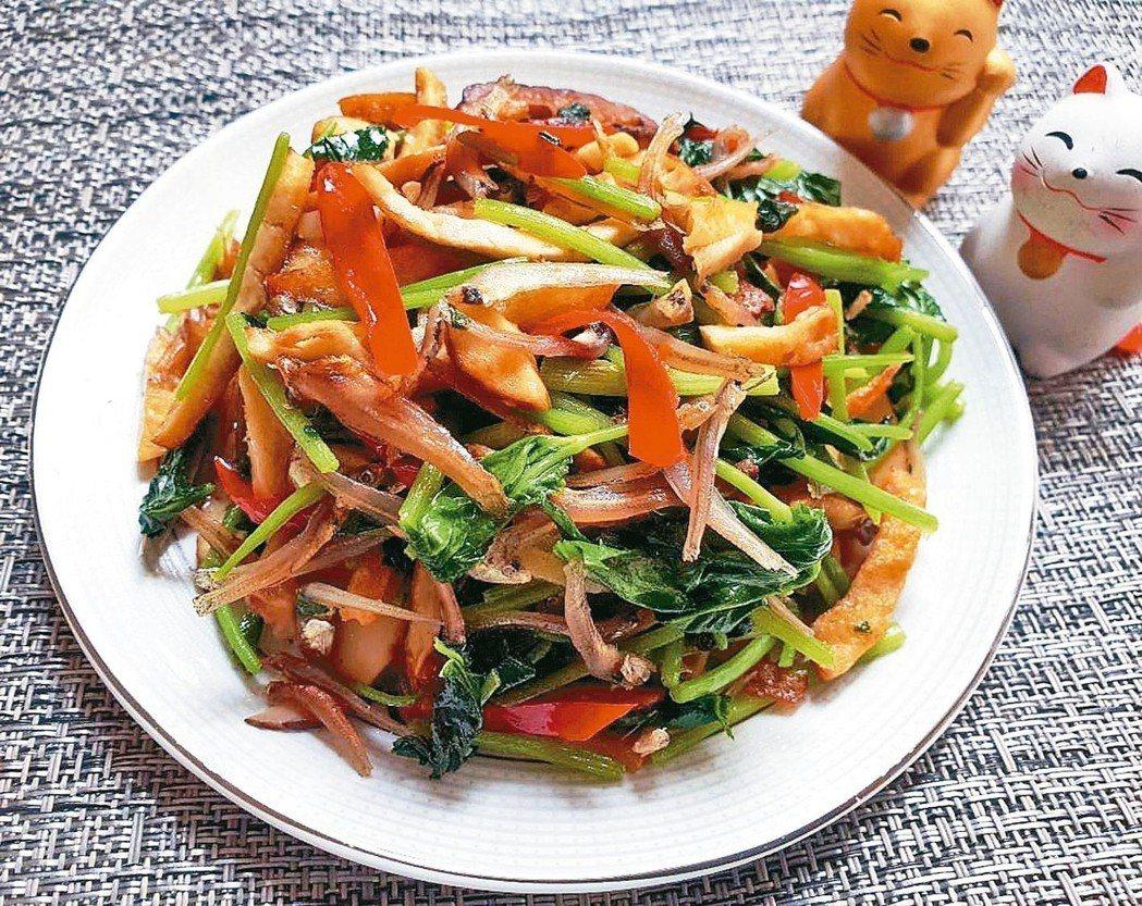 含鈣CP值最高,我最愛香菇、小魚乾和豆干炒山芹菜了,熱量低卻含豐富的膳食纖維和豐...
