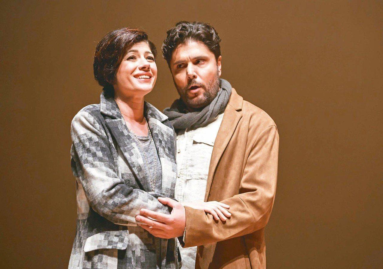 馬西蒙.佐丹諾(右)、伊娜.杜卡其,在「波希米亞人」演出男、女主角。 記者徐如宜...