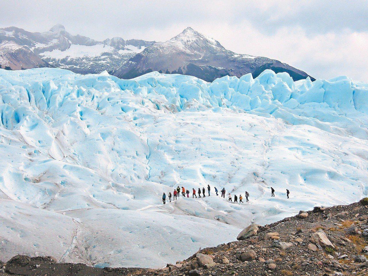 冰河裡暗藏小河,流淌著鑽石與水晶。