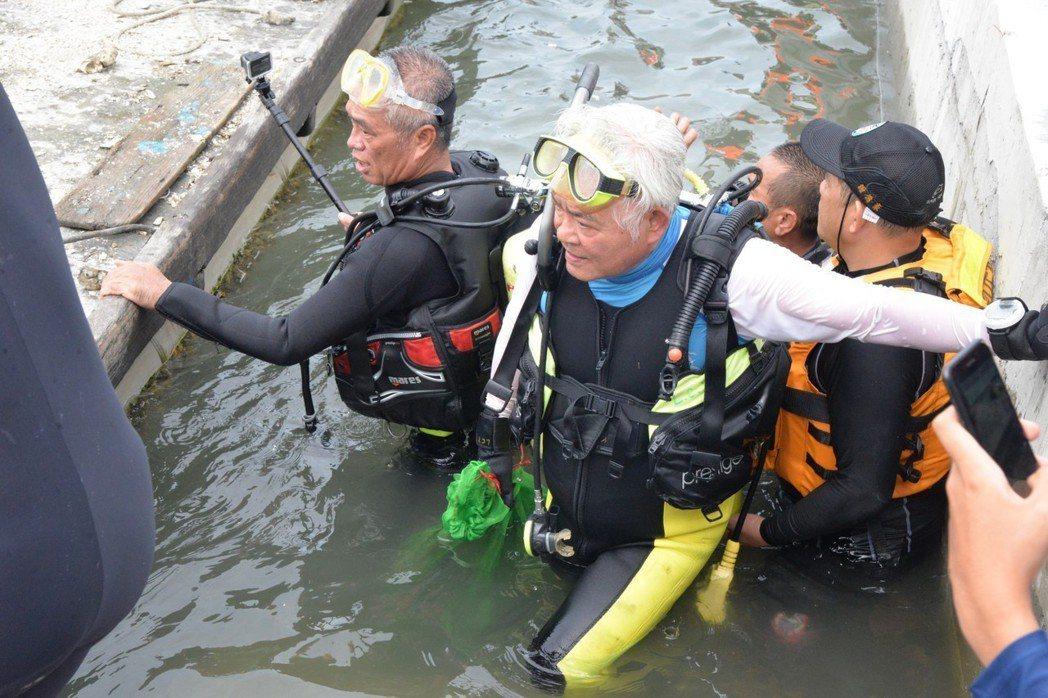 雲林縣長李進勇每天保持運動,還能參加潛水運動。 圖/雲林縣政府提供
