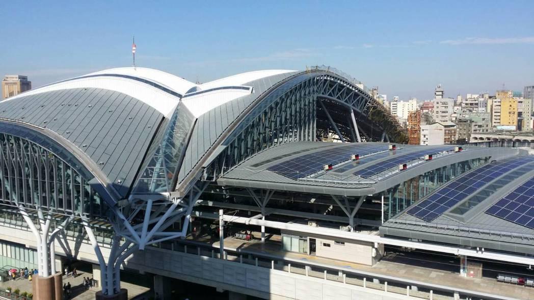 台中火車站新站屋頂構造外型貌似蝴蝶展翅,是目前台灣最高的火車站。 圖/聯合報系資...