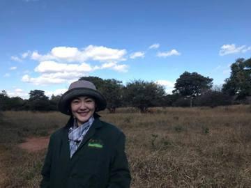 最近小S與好友阿雅一起前往非洲旅遊,不時會在臉書上分享兩人的照片或是影片,前晚她分了一張在大草原上的照片,還寫道:「看到大象好開心喔!」,不過照片的亮點卻變成大家來找碴,找出照片中的大象在哪?小S與...