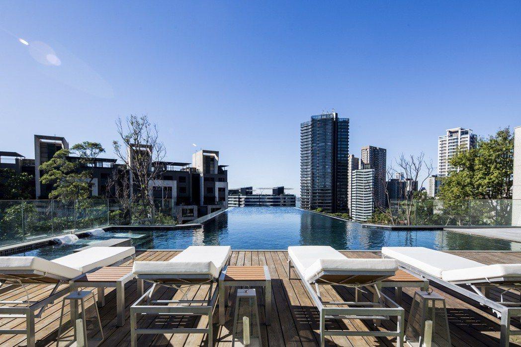 「鄉林山海滙」結合紅樹林半山景觀,打造如涵碧樓飯店般的懸浮無邊際泳池