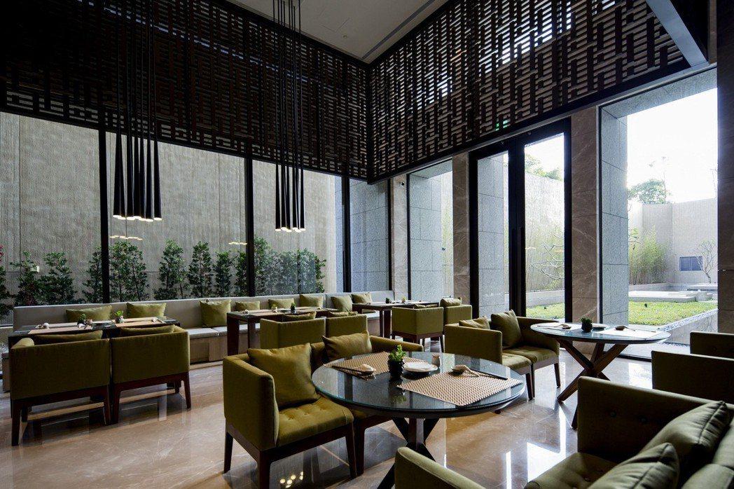 「鄉林山海滙」Lounge Bar進駐飯店級的社區主廚,提供住戶專屬的私房料理