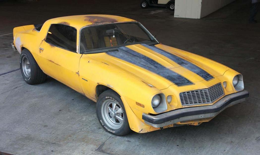 第一集剛登場時大黃蜂還是一輛破舊的第2代Chevrolet Camaro。 摘自Chevrolet