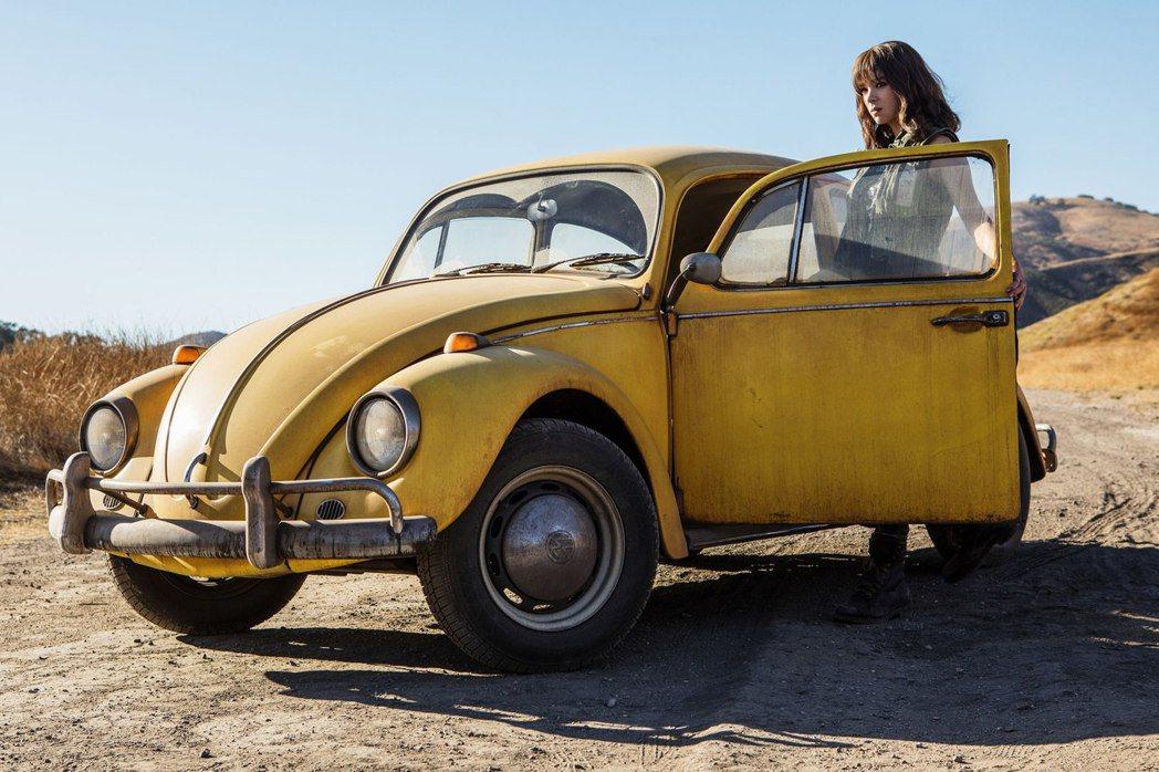 最新大黃蜂獨立電影則是換成了Volkswagen Beetle。 摘自Paramount Pictures