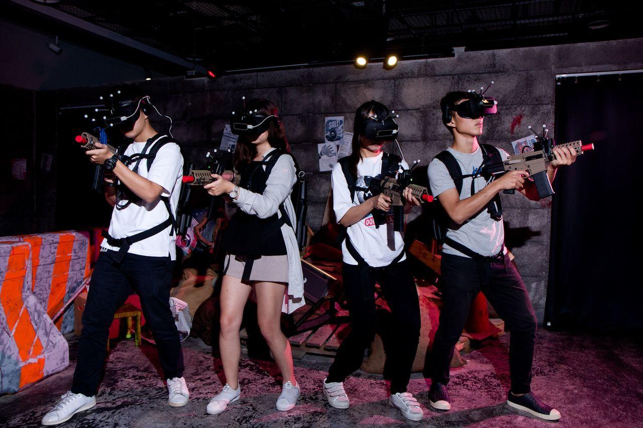 義大遊樂世界一票玩到底, 4大VR遊戲可多人連線。(圖/義大世界提供)