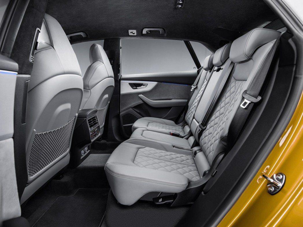 全新Audi Q8 後座空間。 摘自Audi