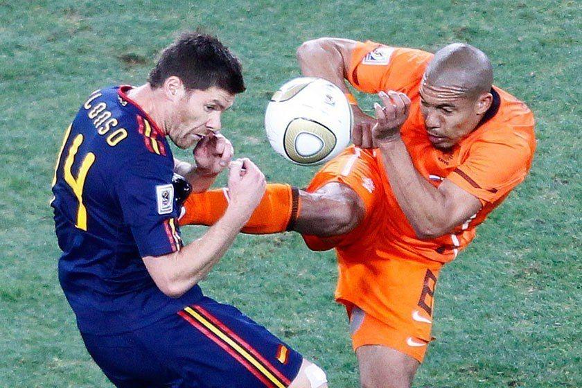 西班牙和荷蘭在2010年世界盃都有注入一些新血,冠軍賽也踢得有些火爆。 歐新社資...
