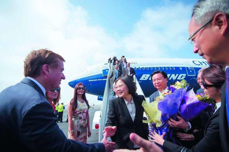 蔡英文首次出國訪問的「英翔專案」,回程過境洛杉磯。 總統府提供