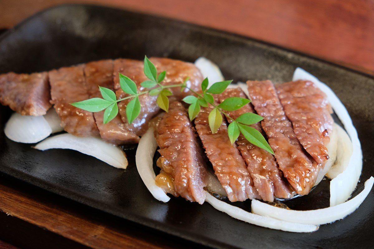 登起波漬牛肉採用秘制醬汁調味熬煮