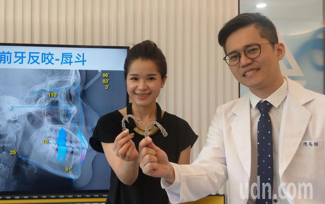 台中市31歲新娘祕書邱夢萍(左)經接受隱形牙套矯正,變「正」妹。記者趙容萱/攝影