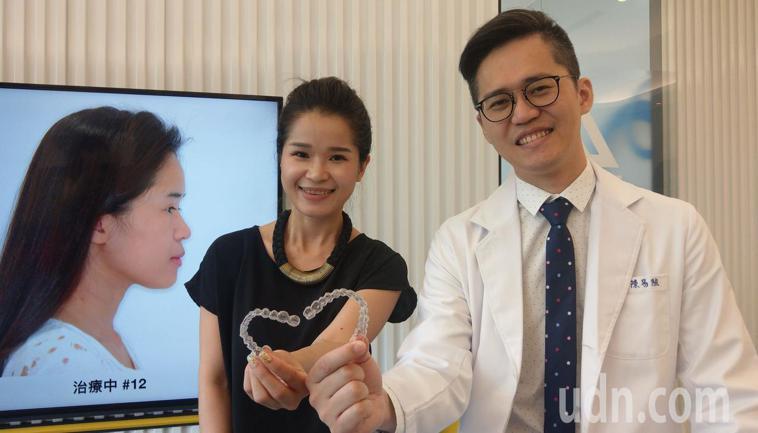 台中市31歲新娘祕書邱夢萍(中)經接受隱形牙套矯正,戽斗妹(左)變「正」妹。記者...
