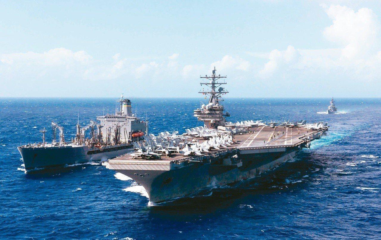 路透報導,美方正考慮派遣軍艦通過台灣海峽。圖為雷根號檔案照片。圖╱路透