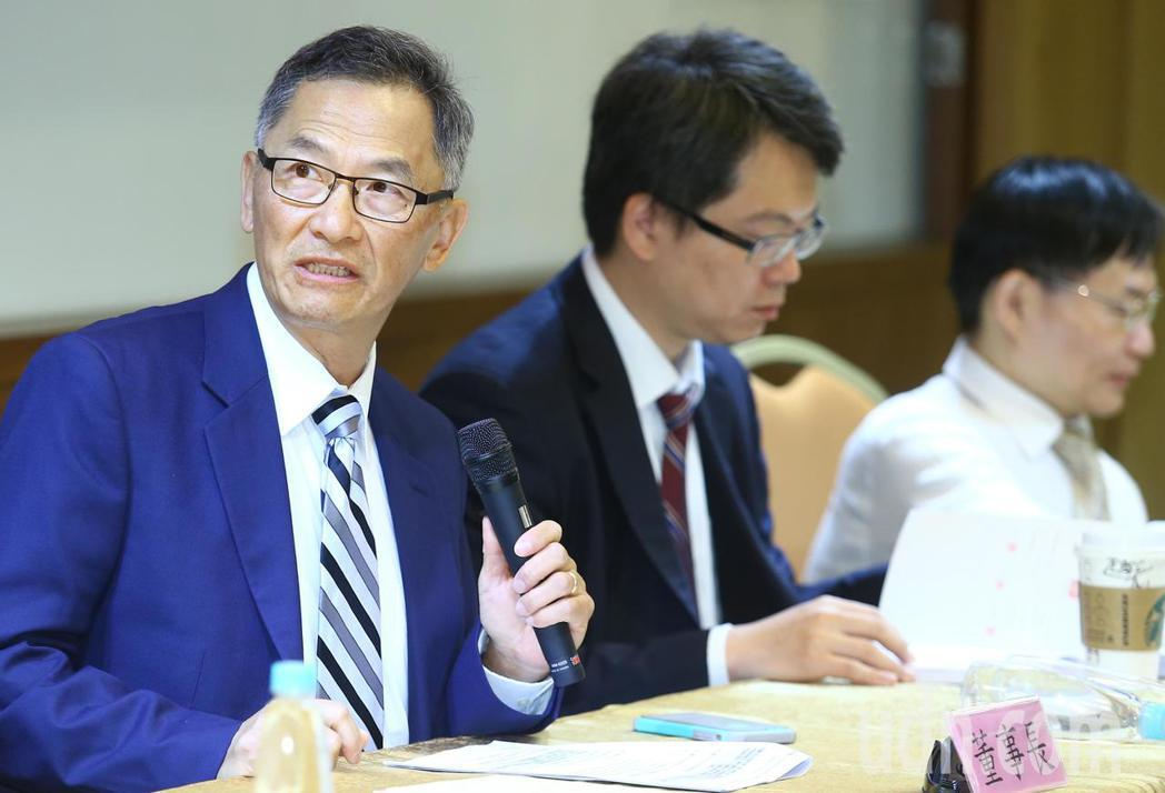 中裕董事長張念原(左)上午出席股東會。記者曾學仁/攝影