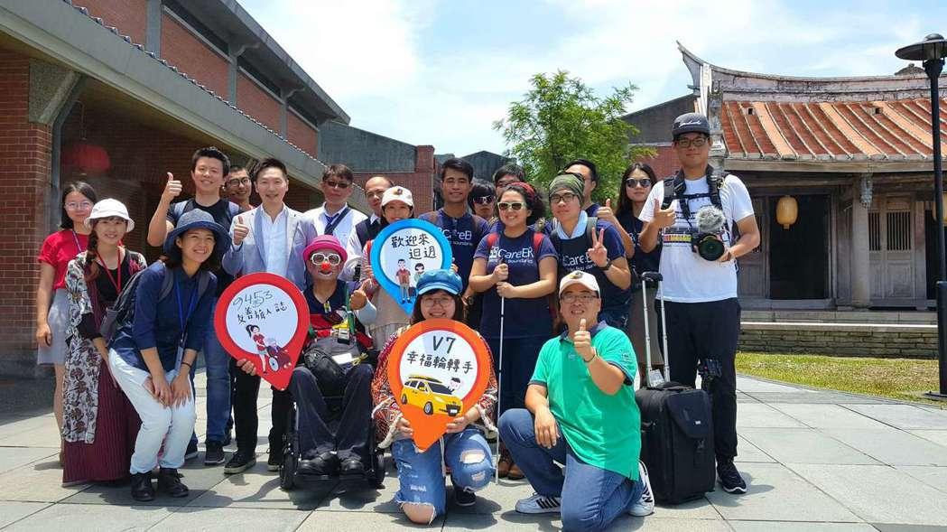 交通部觀光局昨邀請香港視障青年到宜蘭旅遊,希望為更多行動不便的旅客規畫友善旅遊體...