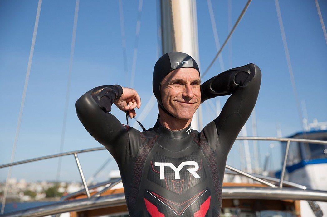 法國長泳好手李康特5日從日本啟程,準備用至少6個月時間面對大浪和風暴、鯊魚及水母...