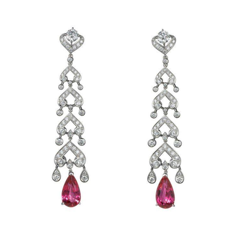 海倫娜寶漢卡特配戴的卡地亞頂級珠寶系列粉色尖晶石耳環,鉑金,兩顆粉色梨形尖晶石總...