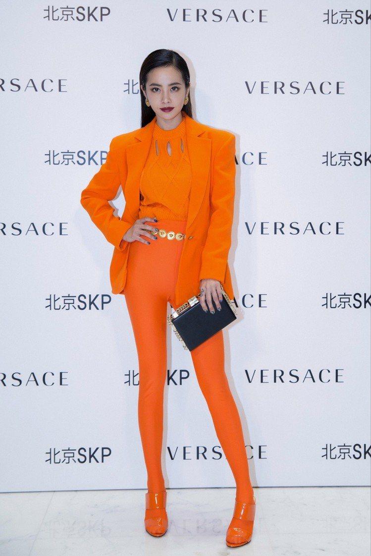 蔡依林穿Versace春夏系列同色套裝。圖/Versace提供