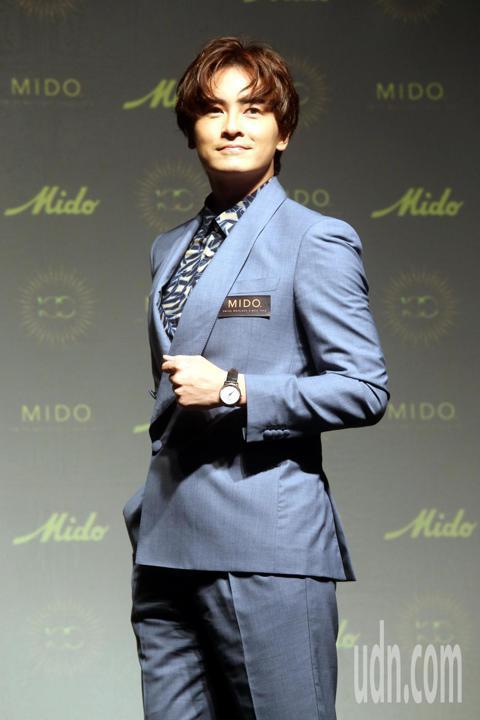 國民男神鄭元暢回歸為手錶品牌代言,見證MIDO百年風華。