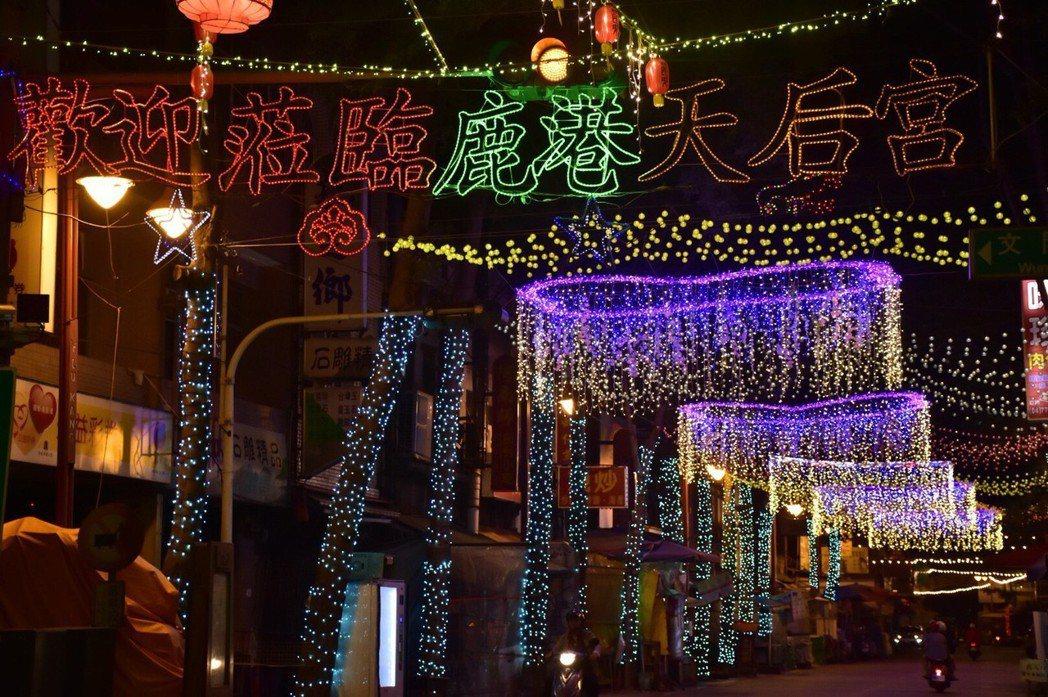 2018鹿港慶端陽系列活動,在比賽場地福鹿溪布置LED燈飾,更擴大到鹿港老街、公...