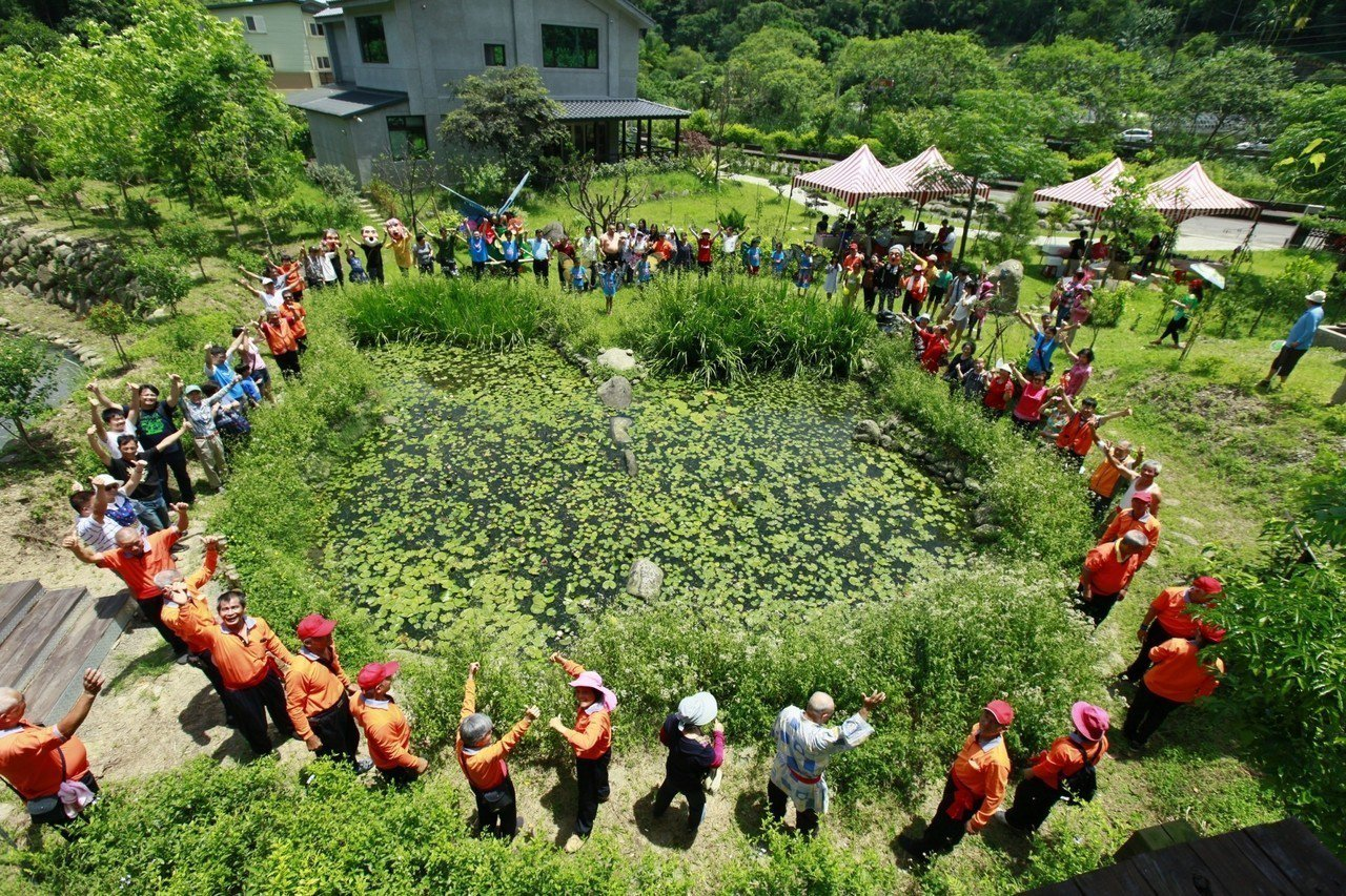 南外社區打成蝴蝶生態園,在社區內設立蝴蝶廊道、生態池,種植蜜源植物。圖/南外社區...