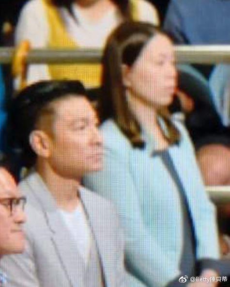 劉德華和朱麗倩出席女兒畢業典禮就像一般家長,沒有要求特殊禮遇。圖/摘自微博