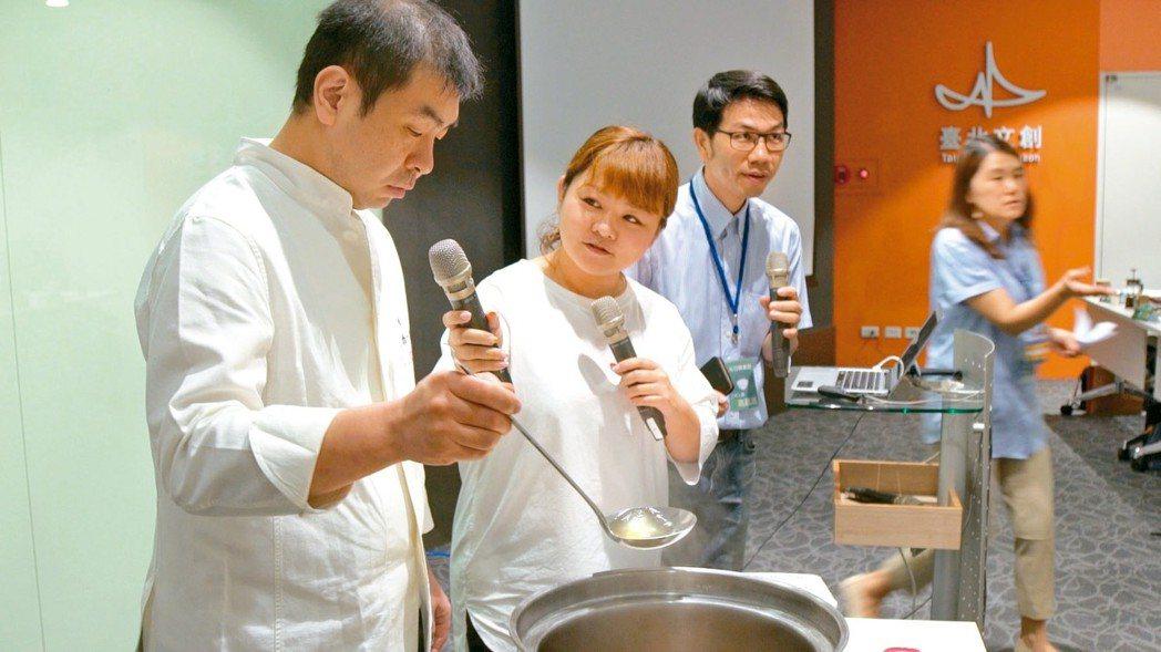 米其林二星主廚、和食給食應援團西日本代表高木一雄(左)。 記者邱繼亮/攝影