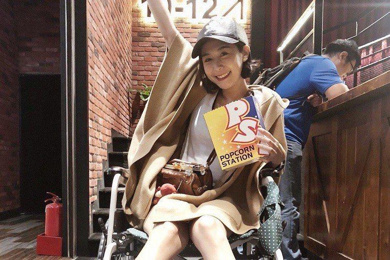Albee日前錄製「綜藝玩很大」時,不慎受傷,導致右小腿「腿骨分離」。圖/摘自I