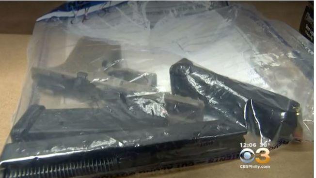 警方查獲的AK-47彈匣及子彈。(翻攝自CBS)