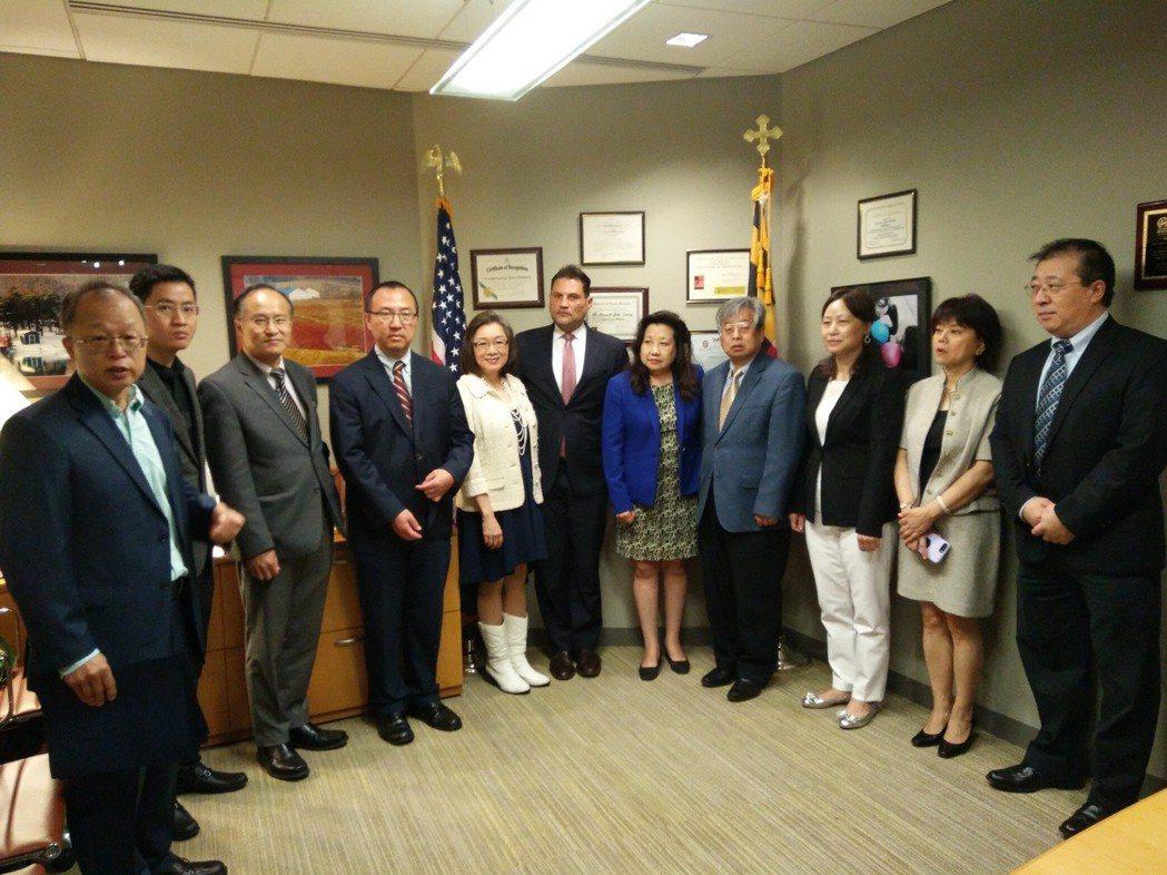 迪蘭尼辦公室表彰華裔領袖獲表彰。 記者羅曉媛/攝影