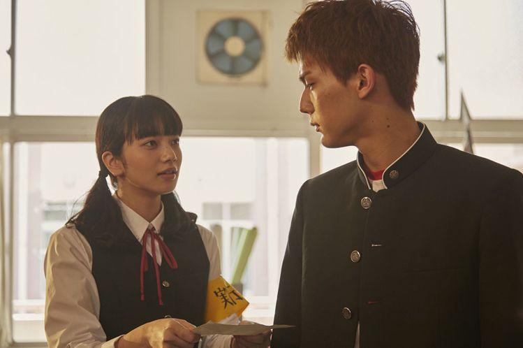 小松菜奈和中川大志在劇中是青梅竹馬。圖/車庫娛樂提供