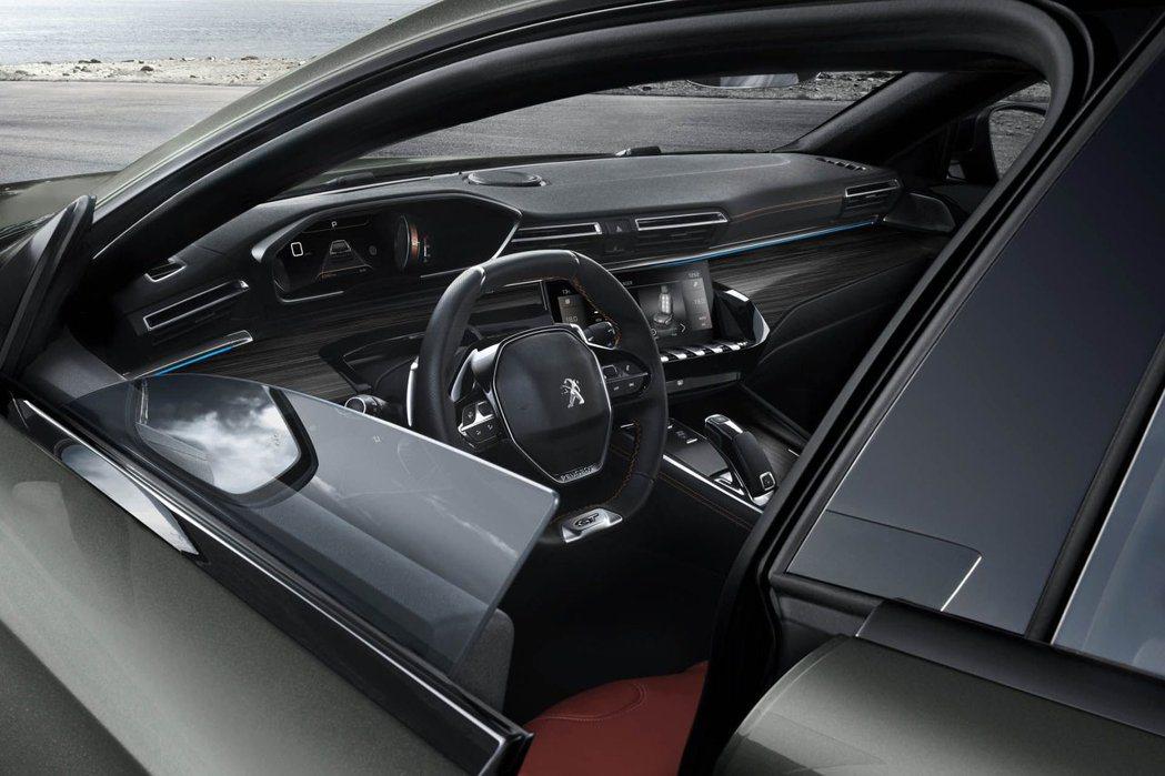 無窗框的設計與第二代 Peugeot i-Cockpit 內裝有著不通俗的理念。 摘自Peugeot