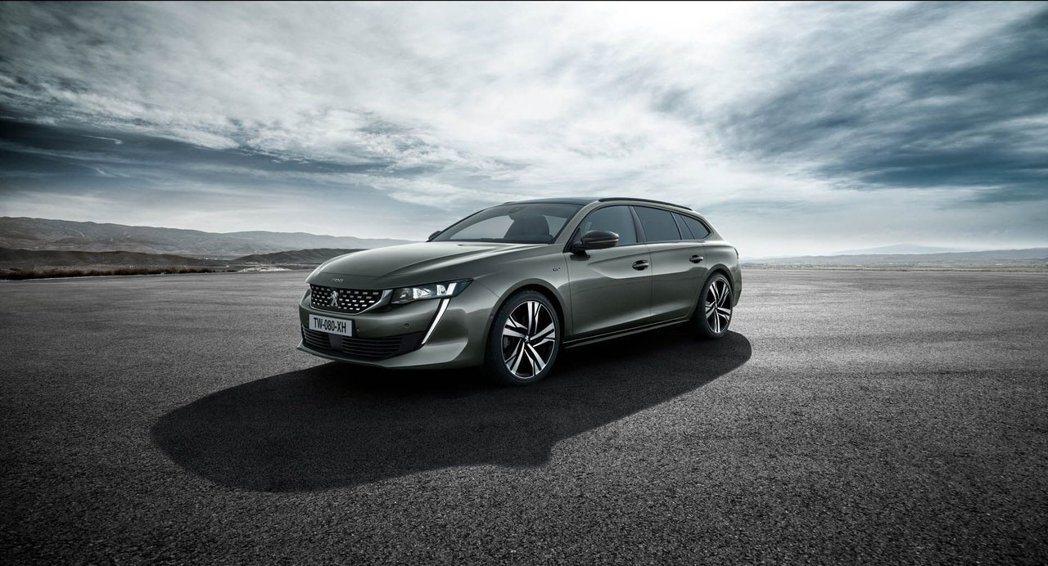 車身尺碼長寬高為 4,778mm、1,859mm、1420mm,軸距為 2,793mm,比四門房車版長 3mm。 摘自Peugeot