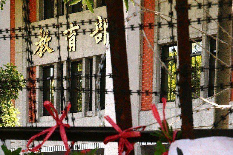 台灣歷經三次政黨輪替,教育部長的人事更迭快速,平均每位部長的任期只有一年多,而他...