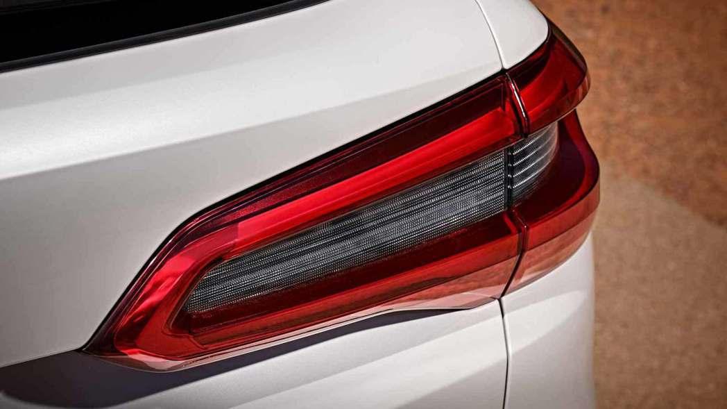 3D雕塑設計的尾燈造型。 摘自BMW