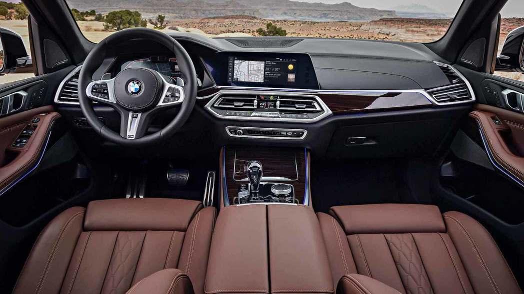 全新BMW X5(G05) 內裝。 摘自BMW