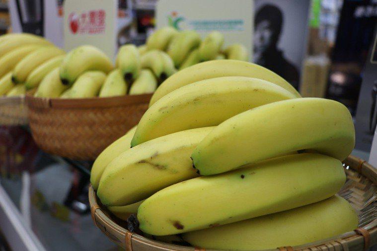太生的香蕉可用成熟蘋果催熟。 聯合報系資料照
