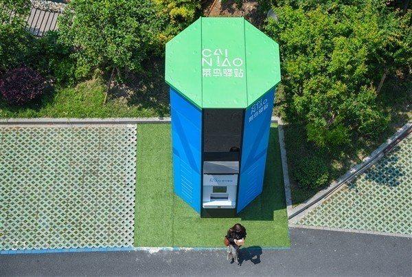 大陸阿里巴巴西溪園區出現了一個巨大高塔,原來是購物網站天貓推出的包裹神器「快遞擎...