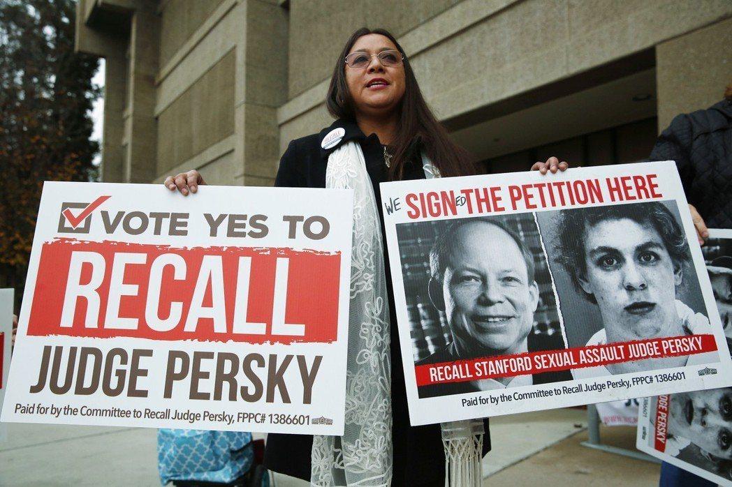 加州民眾發起罷免法官的請願連署,最終59%的投票者同意罷免。 圖/美聯社