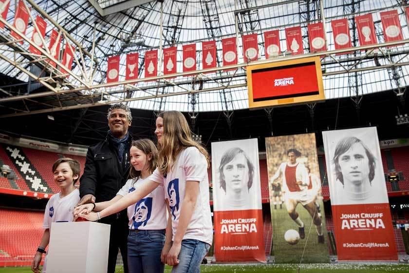 荷蘭在今年四月份將全國最的大阿姆斯特丹球場,改名為約翰·克魯伊夫球場,以向這位一...