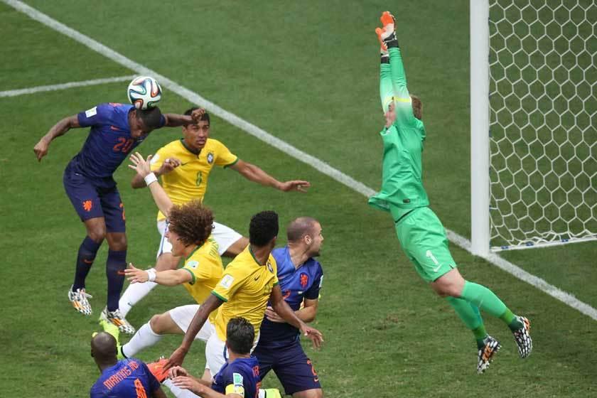 荷蘭在2014年世界盃季軍賽中以3:0打敗巴西,這已是他們近年的顛峰之作。 歐新...