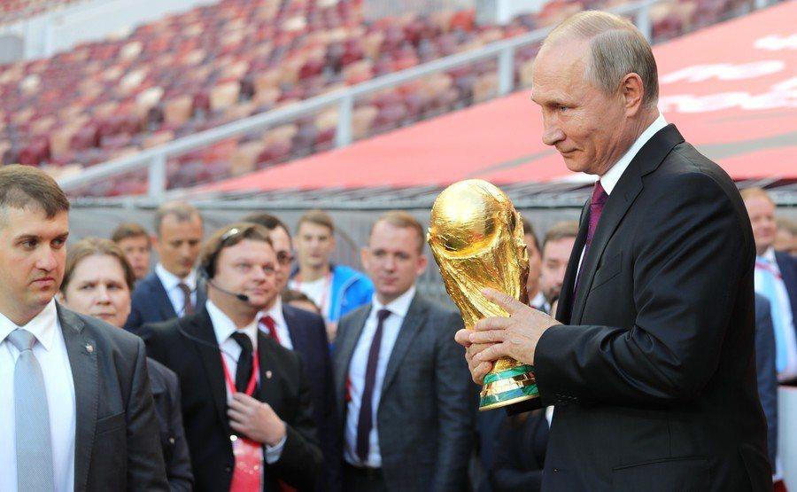 2018世足賽將在俄羅斯開踢,儘管有些國家不買帳,普丁總統仍將其視為對抗西方封鎖...
