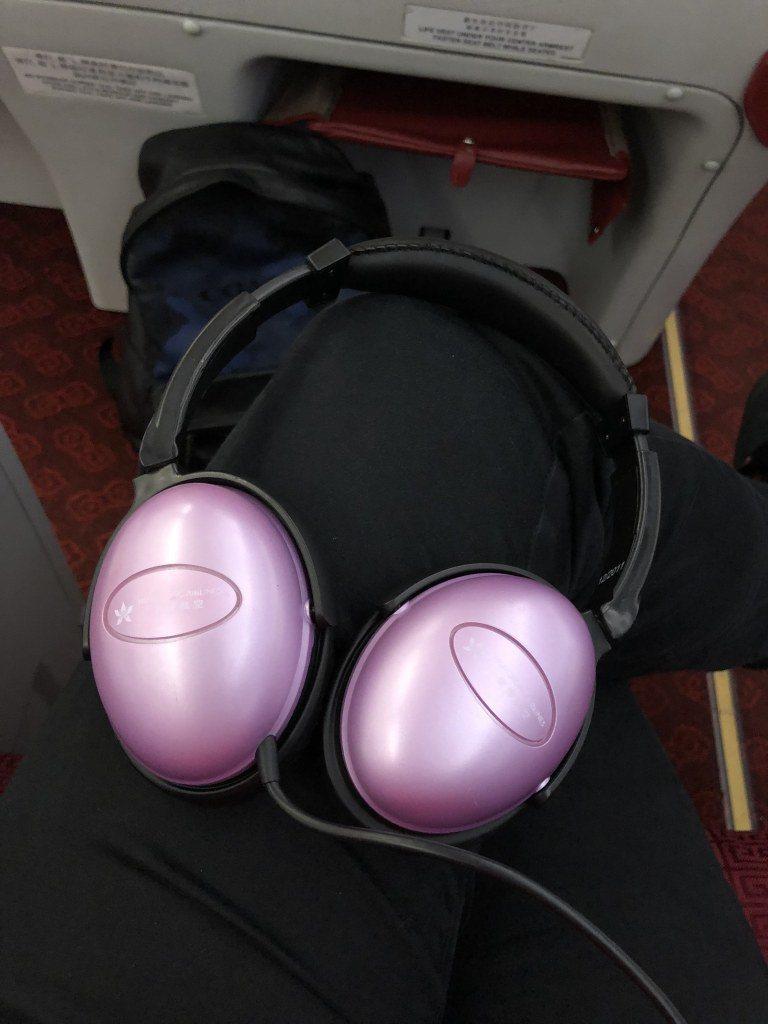 商務艙發送使用的耳機 圖文來自於:TripPlus