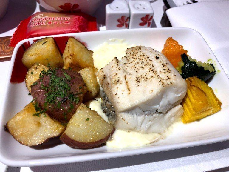 主菜:白汁鯛魚 圖文來自於:TripPlus
