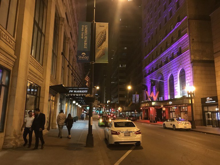 在JW Marriott酒店對面,就是被萬豪併購的喜達屋酒店知名品牌W Hote...