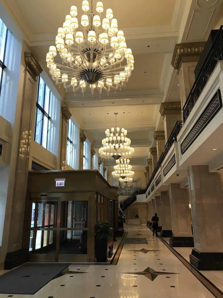 大廳走的是芝加哥頂級酒店喜歡的古典風 圖文來自於:TripPlus